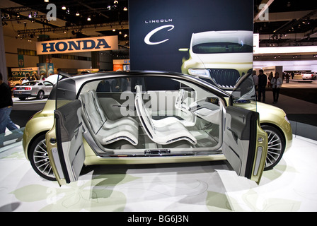 http://l450v.alamy.com/450v/bg6j3n/the-lincoln-c-concept-car-at-the-2009-la-auto-show-in-the-los-angeles-bg6j3n.jpg