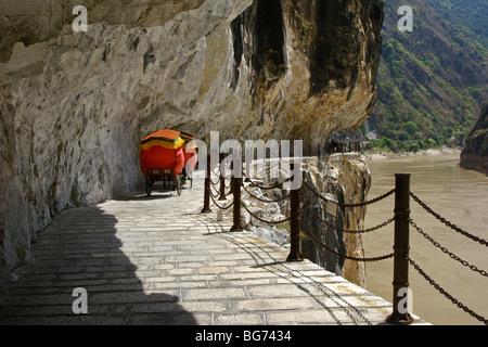 Rickshaw on path at Tiger Leaping Gorge, Yunnan, China - Stock Photo