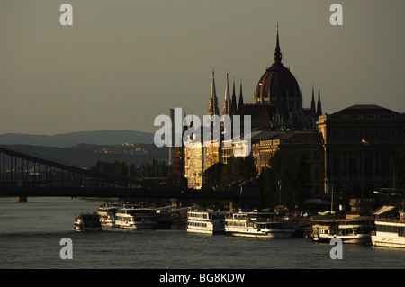 HUNGARY. BUDAPEST. River Danube with Parliament building at dusk. - Stock Photo