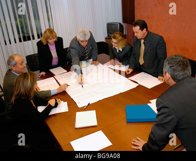 Elevated view of a business meeting around a conference table - Stock Photo