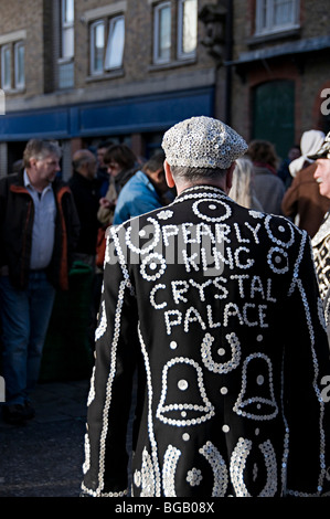 Pearly Kings and Queens collecting for charity in brick lane market - Stock Photo