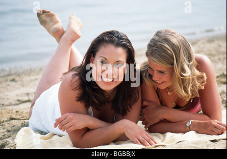Young friends on beach  - SerieCVS100018082 - Stock Photo