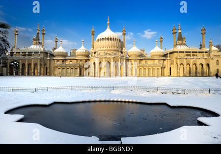 Brighton Pavilion covered in snow - Stock Photo