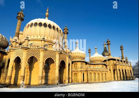 Brighton Pavilion covered in snow - Stock Photo