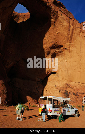Round tour in Monument Valley, Sun's Eye, Navajo Tribal Lands, Utah
