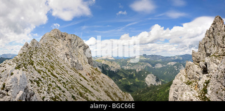 On the left the Hochturm peak, 2081m, summit of Mt. Trenchtling, Trenchtling hike, Hochschwab range, Styria, Austria - Stock Photo