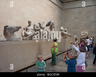 Children taking photo's of Statuary from the East Pediment of the Elgin Marbles, British Museum, London - Stock Photo