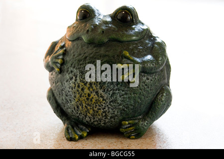 A funny cast-iron moulding of a frog (Century 19th). Amusant moulage en fonte d'une grenouille (19ème Siècle). - Stock Photo