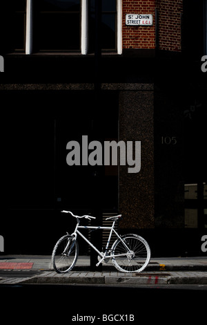 2 July 2009 Ghost bike in St John Street, Clerkenwell, London, in memory of cycling road fatality. - Stock Photo