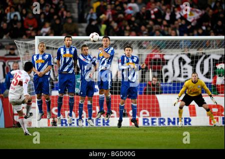 Free-kick by ELSON, VfB Stuttgart football club, against the VfL Bochum wall - Stock Photo