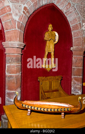 Carved figures of Earl Rognvald, the founder of St Magnus Cathedral holding a model of his architectural legacy. - Stock Photo