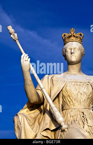 Statue of Queen Victoria in front of Kensington Palace, London - Stock Photo