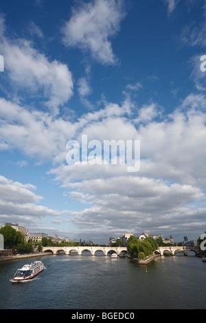 Pont Neuf on the the river Seine, Paris, France - Stock Photo