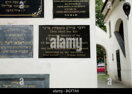 Memorial plaques at the Remuh Synagogue (Synagoga Remuh) to the jewish victims of the Nazis. Kazimierz, Krakow. - Stock Photo