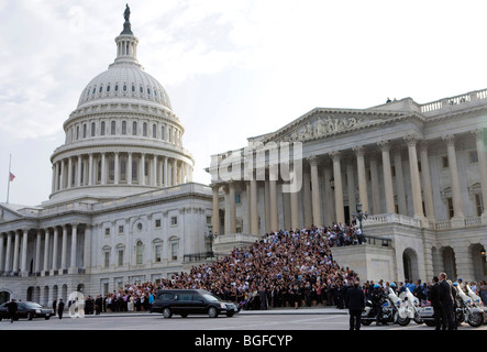 29 August 2009 – Washington, D.C. – The funeral procession of Senator Edward Kennedy stops in-front of the Senate - Stock Photo