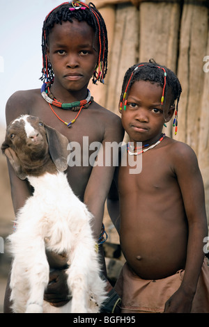 Young girls of the Owambo tribe, northern Namibia - Stock Photo