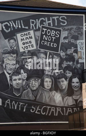 Anti sectarian mural in Derry/Londonderry in the Bogside - Stock Photo