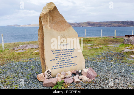 Memorial stone on the banks of Loch Ewe to members of the Russian Convoy Club at Rubha nan Sasan, N of Cove, Highland, - Stock Photo