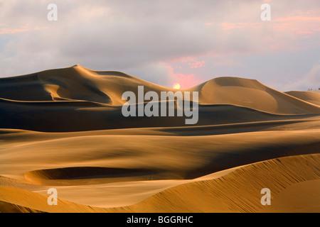 Sand dunes, Sossusvlei, Namib Desert, Namibia - Stock Photo