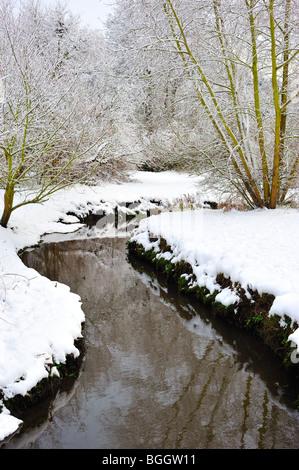 Winter Wonderland in Luton with bridge river Lea - Stock Photo