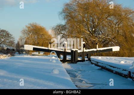 Frozen lock on the Chesterfield Canal in Nottinghamshire.  January 2010. - Stock Photo