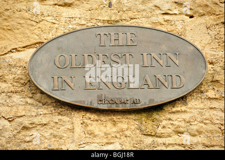 Sign on Royalist Hotel in Stow-on-the-Wold suggesting that it is the Oldest Inn in England - Stock Photo