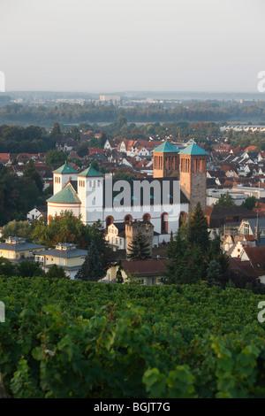 Bensheim, St. Georg, 1830 von Georg Moller erbaut, Wiederaufbau 1949-1953, Blick vom Kirchberg, Morgens - Stock Photo