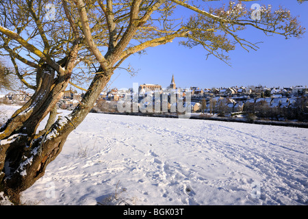 The hillside town of Malmesbury under a blanket of snow - Stock Photo