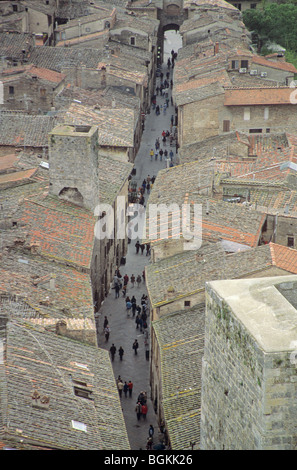 Narrow street in medieval Tuscan town of San Gimignano, Tuscany, Italy - Stock Photo