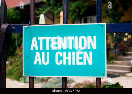 Beware of the dog sign in French in front of house - Stock Photo