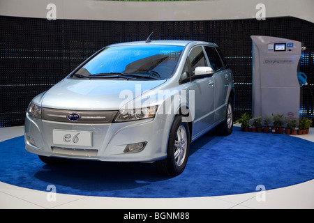 The Chinese-made BYD e6 electric car - Stock Photo