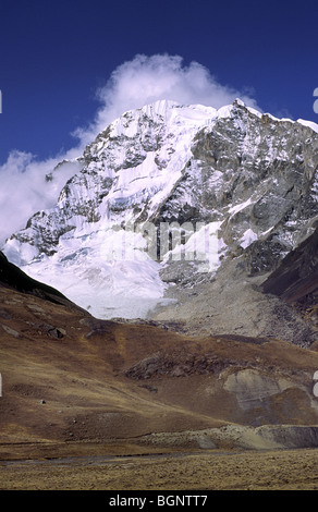 Huayna Potosi (6088 m). Cordillera real, Bolivia. - Stock Photo