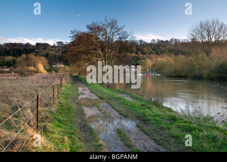 River Thames and Thames Path downstream of Marlow, Buckinghamshire, Uk - Stock Photo
