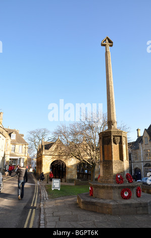 The war memorial in Chipping Campden High Street, Gloucestershire, England, UK - Stock Photo