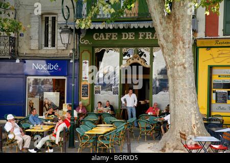 Cafe in place de la Liberte, L'Isle sur la Sorgue, Vaucluse, Provence, France. - Stock Photo