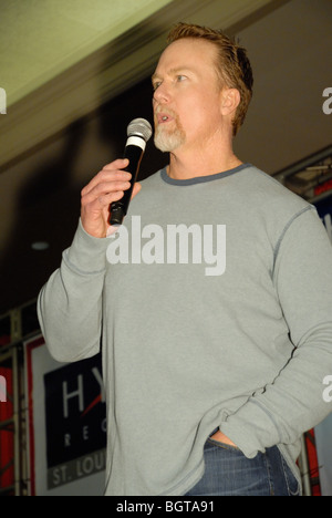 Former Cardinals Major League baseball player Mark McGwire speaks an apology to his hometown crowd in St Louis, - Stock Photo