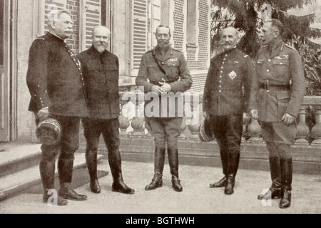 A meeting at British General Headquarters behind the Somme Front in France, 1916. SEE DESCRIPTION FOR DETAILS. - Stock Photo