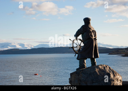 Moelfre, Anglesey, North Wales, UK. Statue of Coxswain Richard (Dic) Evans looking out across bay in winter - Stock Photo