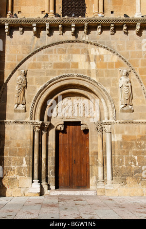 Romanesque door of 'perdón' in the St Isidoro Real Basilica in the city of León, Spain. - Stock Photo