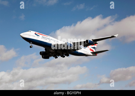 A Boeing B747 jumbo jet of British Airways on final approach to London's Heathrow airport - Stock Photo