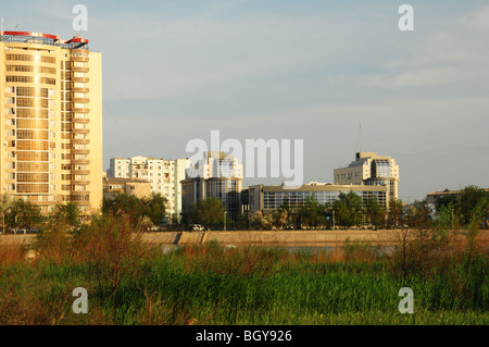Views along the Ural River showing Atyrau City in Western Kazakhstan. In recent years it has become quite a 'green' - Stock Photo