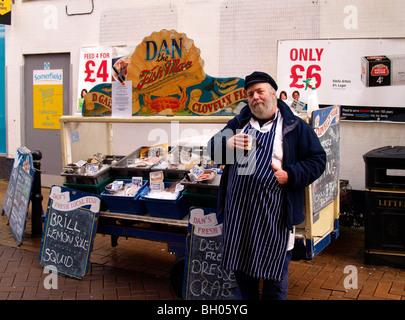 Dan the Fish Man with his stall, Bideford, Devon. - Stock Photo