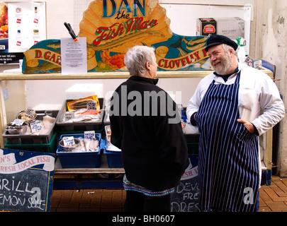 Dan the Fish Man sharing a joke with a customer, Bideford, Devon. - Stock Photo