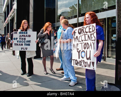 Health care workers at a NY City clinic hold a sidewalk protest against compulsory inoculations of H1N1 swine flu - Stock Photo