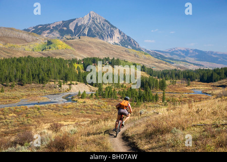 Mountain biking on the Upper and Lower Loop, Crested Butte, Colorado. (model released) - Stock Photo