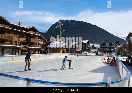 Skating rink in the centre of the resort of les gets - Centre commercial les portes du soleil juvignac ...