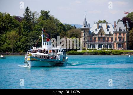 Steamer DS Bluemlisalp passing Castle Schadau at Lake Thun, Thun (largest garrison town of Switzerland), Bernese - Stock Photo