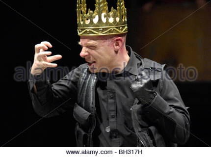 king richard iii by william shakespeare Richard iii belongs to shakespeare's folio of king richard plays, and is the longest of his plays after hamlet it is classified variously as a tragedy and a history, showing the reign of richard iii in an unflattering light the play's length spr.