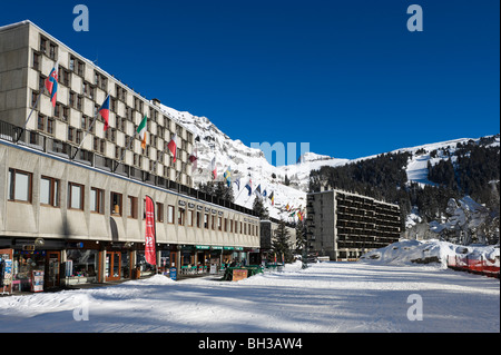 Apartments, shops and restaurants in Flaine Forum, Flaine, Grand Massif Ski Region, Haute Savoie, France - Stock Photo