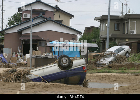 Residents of Sanjo city, clean up after a week of torrential rains forced breaks in the banks of Igarashi River, - Stock Photo